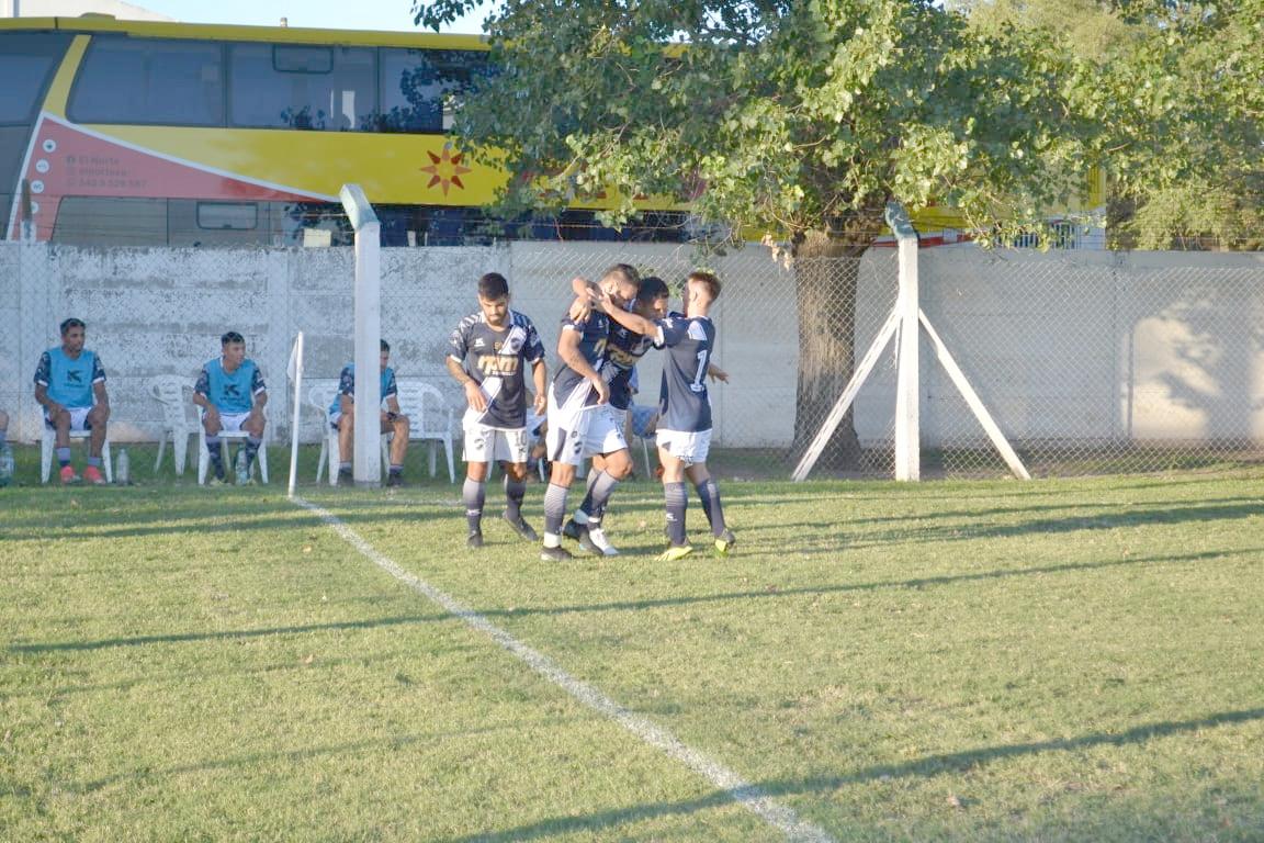 FOTO PRENSA BEN HUR FESTEJO. / El Lobo sumó un buen punto en su visita a Atlético Carcarñá, el líder del grupo.